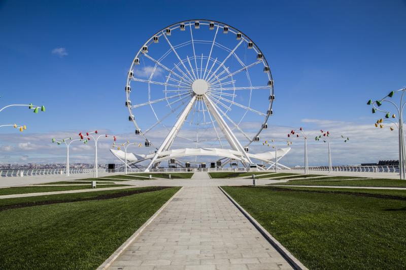 """Aserbaidschan: Nach Baku in die """"Stadt der Winde"""" reisen"""