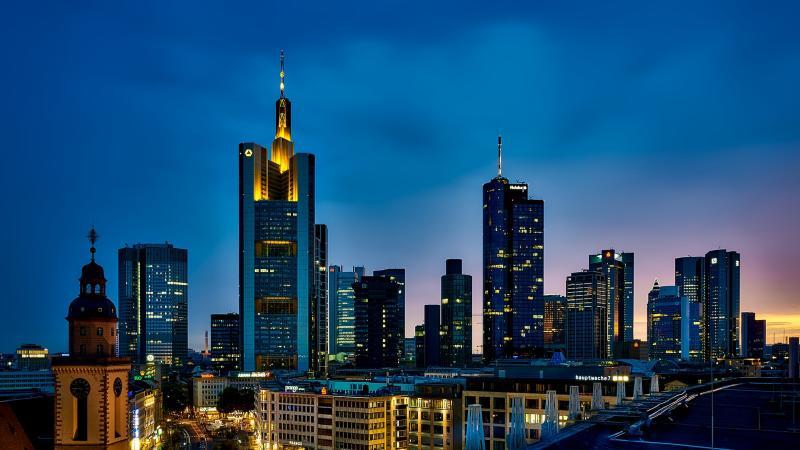 Flüge nach Frankfurt am Main: Kultur und Finanzen